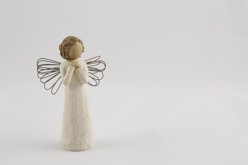 https://cf.ltkcdn.net/christmas/images/slide/166004-849x565-Wooden-Angel.jpg