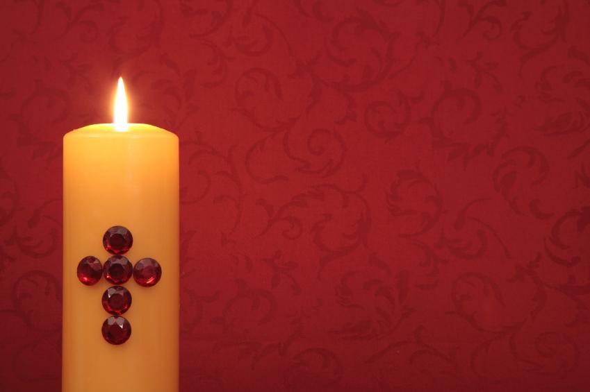 https://cf.ltkcdn.net/christmas/images/slide/166006-849x565-Cross-candle.jpg