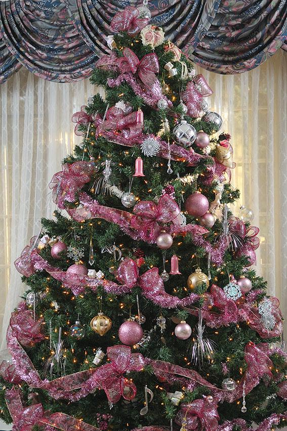 unique pink christmas tree - Silver And Gold Christmas Tree Decorations