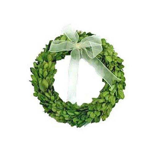 https://cf.ltkcdn.net/christmas/images/slide/173167-500x500-boxwood-wreath.jpg