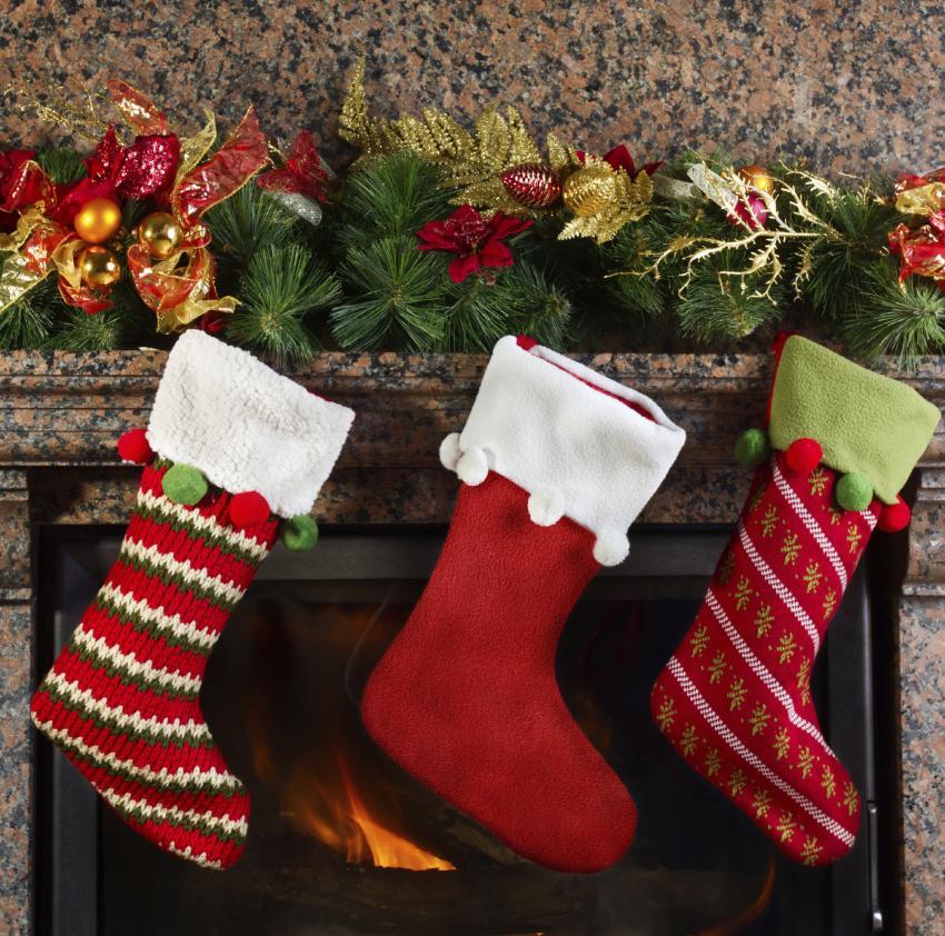 https://cf.ltkcdn.net/christmas/images/slide/182466-850x842-christmas-mantle-stockings.jpg