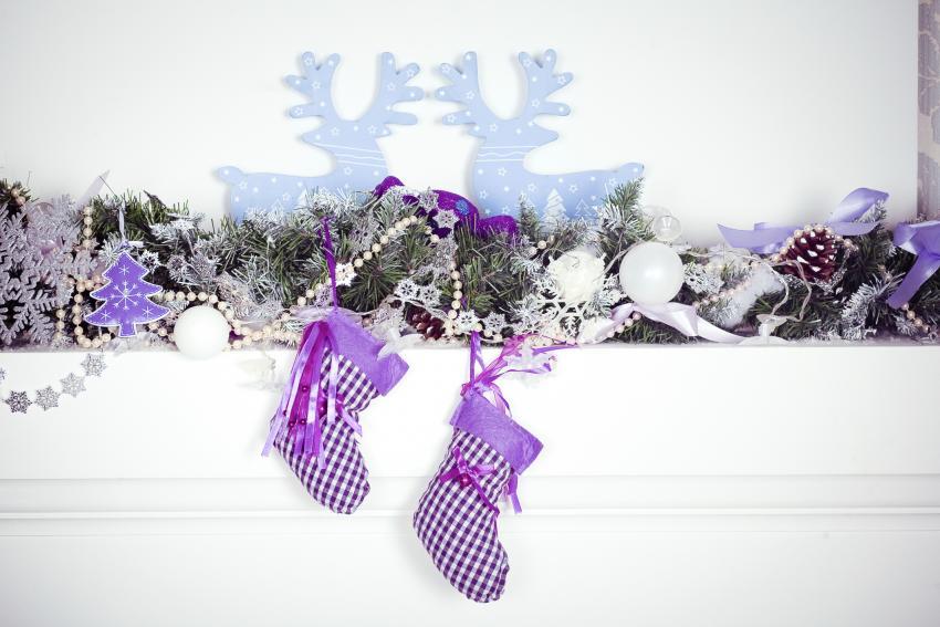 https://cf.ltkcdn.net/christmas/images/slide/182471-850x567-purple-blue-white-mantle.jpg