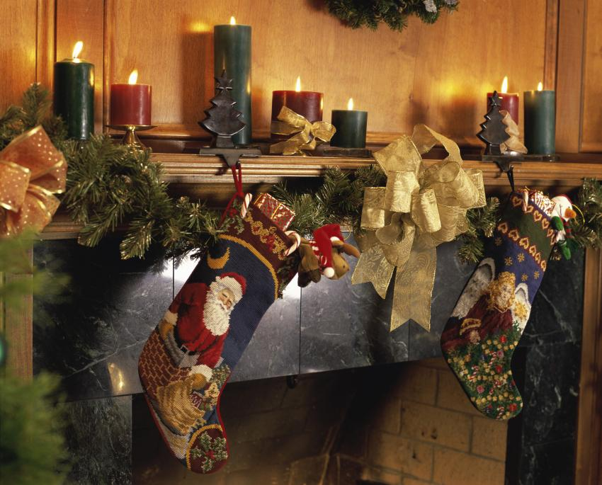 https://cf.ltkcdn.net/christmas/images/slide/182472-850x685-country-rustic-traditional-mantle.jpg