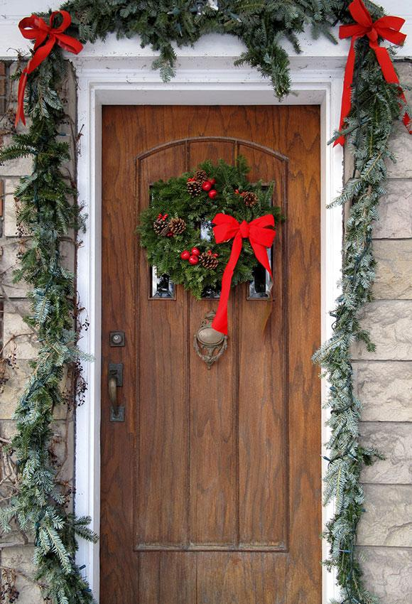 christmas door wreath and red bows - Christmas Decorations Bows