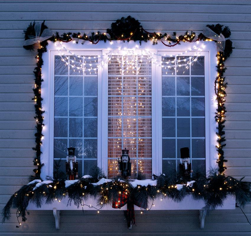 exterior christmas decorations - Christmas Window Sill Decorations Ideas