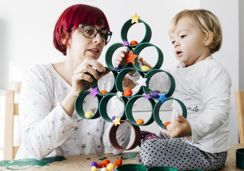 https://cf.ltkcdn.net/christmas/images/slide/251991-850x595-2_Tree_Rings.jpg