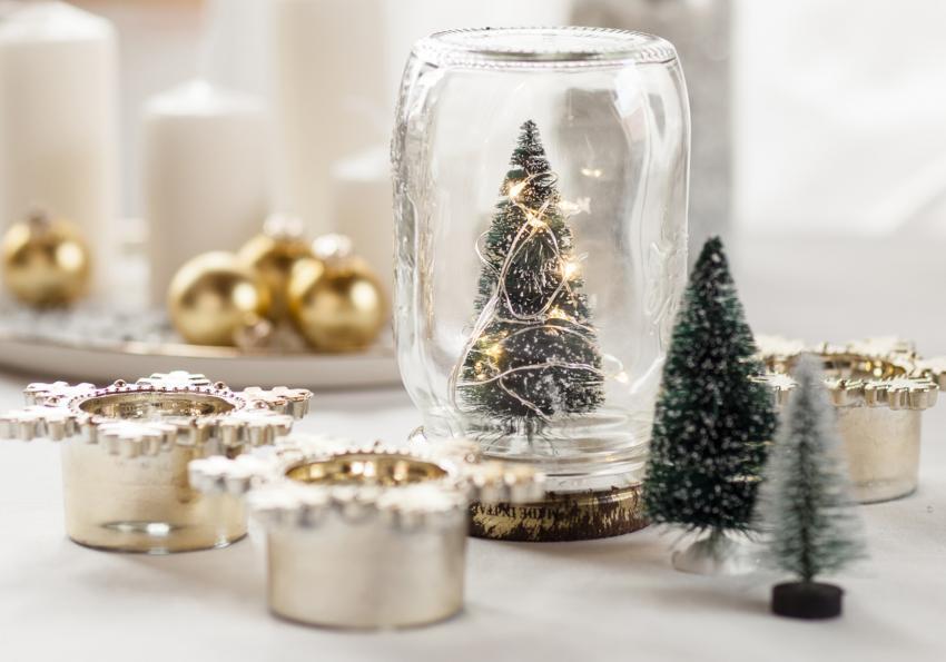 https://cf.ltkcdn.net/christmas/images/slide/251994-850x595-5_Jar_Christmas_Tree.jpg