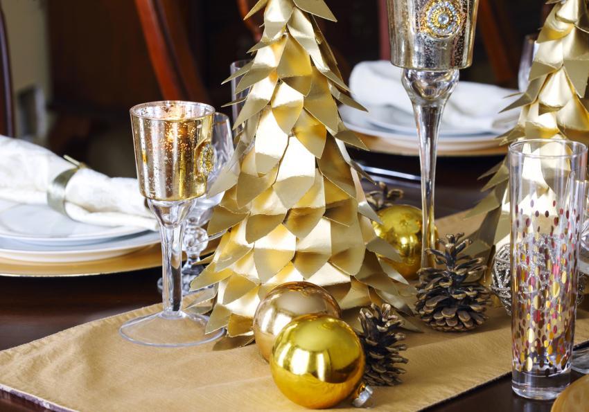 https://cf.ltkcdn.net/christmas/images/slide/252008-850x595-17_Gold_Paper_Tree.jpg