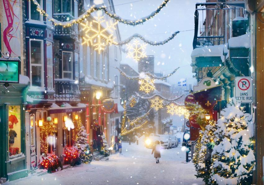 https://cf.ltkcdn.net/christmas/images/slide/253930-850x595-11_Snowy_small_town.jpg