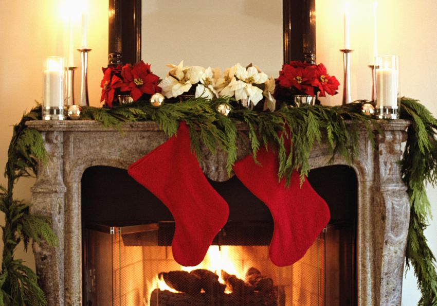 https://cf.ltkcdn.net/christmas/images/slide/254037-850x595-2_Fireplace_Cedar.jpg