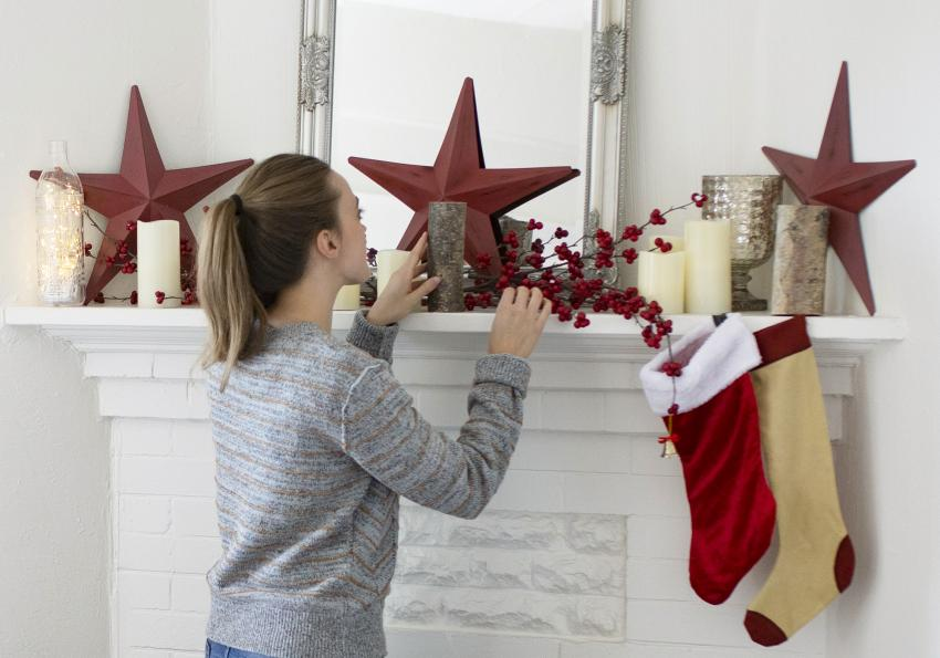 https://cf.ltkcdn.net/christmas/images/slide/254038-850x595-3_Fireplace_Star_decor.jpg