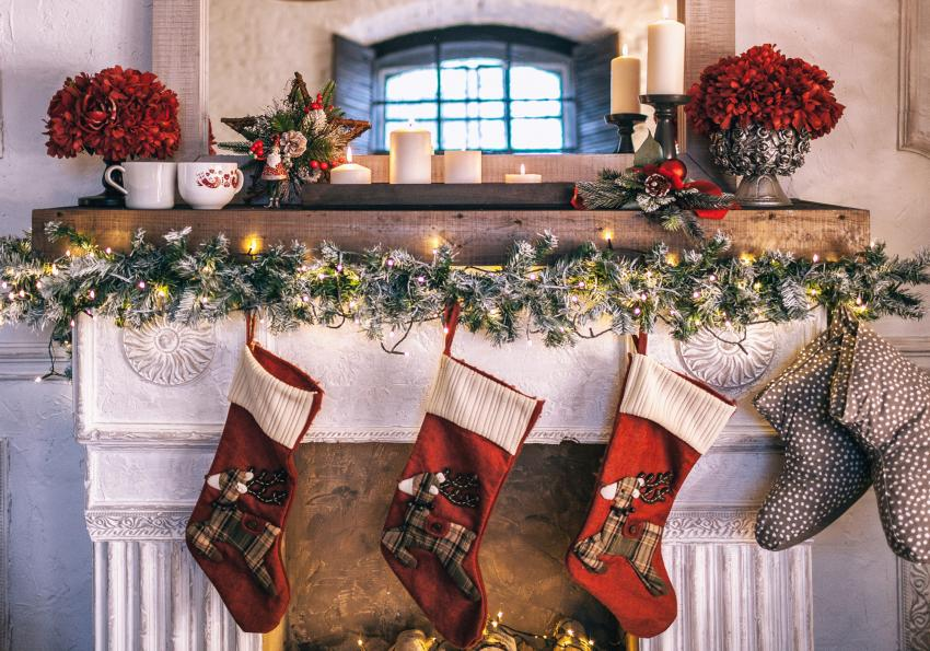 https://cf.ltkcdn.net/christmas/images/slide/254039-850x595-4_Fireplace_garland.jpg