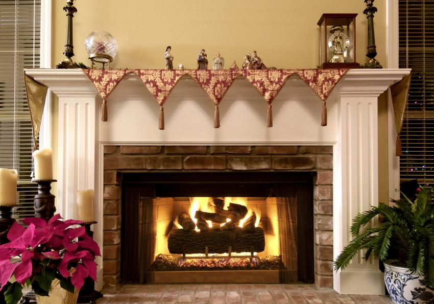 https://cf.ltkcdn.net/christmas/images/slide/254045-850x595-10_Fireplace_Mantel_Scarf.jpg