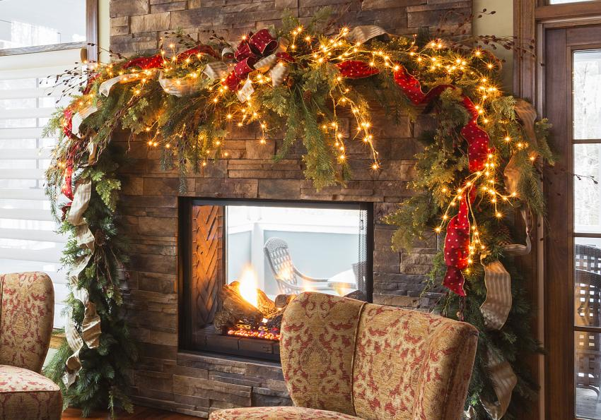 https://cf.ltkcdn.net/christmas/images/slide/254046-850x595-11_Dramatic_Garland_Fireplace.jpg