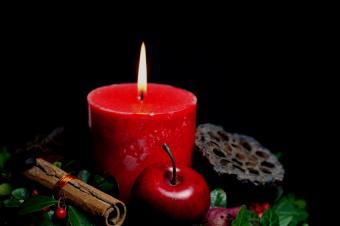 https://cf.ltkcdn.net/christmas/images/slide/154777-850x565r1-iStock_000001081747Small.jpg