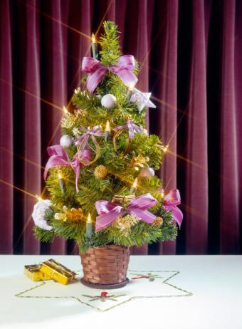 https://cf.ltkcdn.net/christmas/images/slide/154992-594x808-iStock_000000107760Small.jpg