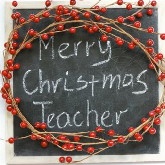 https://cf.ltkcdn.net/christmas/images/slide/164471-668x668-presents-for-educators.jpg