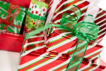 https://cf.ltkcdn.net/christmas/images/slide/165043-849x565-Christmas-gifts.jpg