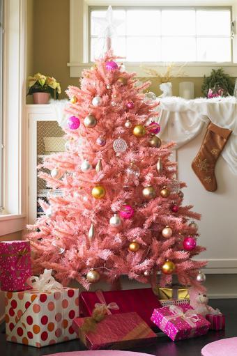 https://cf.ltkcdn.net/christmas/images/slide/170031-566x850-Pink-Christmas-Tree.jpg