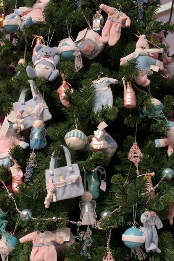 https://cf.ltkcdn.net/christmas/images/slide/170033-566x850-Baby-Themed-Christmas-Tree.jpg