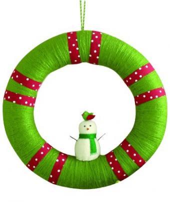https://cf.ltkcdn.net/christmas/images/slide/173184-379x450-whimsical-wreath.jpg