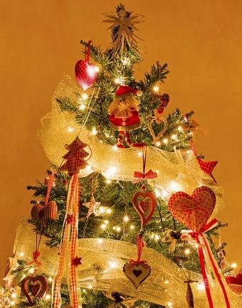 https://cf.ltkcdn.net/christmas/images/slide/183206-668x850-gold-mesh-country-gingham.jpg