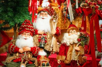 https://cf.ltkcdn.net/christmas/images/slide/189714-850x563-babbo-natale-figures.jpg