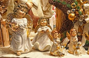https://cf.ltkcdn.net/christmas/images/slide/189715-850x563-christmas-angels.jpg