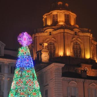 https://cf.ltkcdn.net/christmas/images/slide/189724-849x850-turin-christmas-tree.jpg