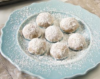 https://cf.ltkcdn.net/christmas/images/slide/190760-850x668-snowball-cookies.jpg