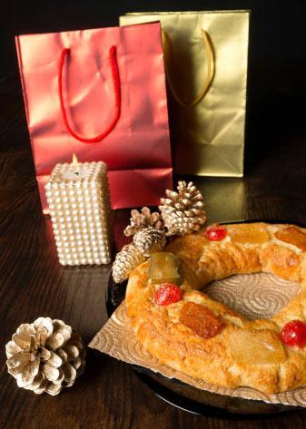 Rosca de Reyes and presents