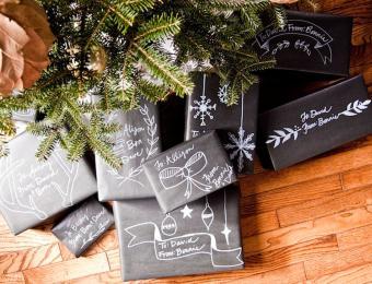 https://cf.ltkcdn.net/christmas/images/slide/205947-850x650-chalkboard-gift-wrap.jpg