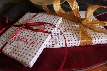 https://cf.ltkcdn.net/christmas/images/slide/206166-850x567-crossword-puzzle-gift-wrap.jpg