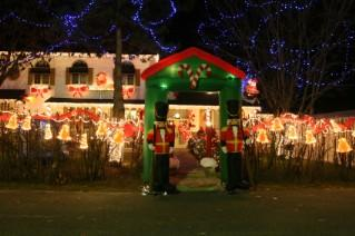 Musical Christmas Lights: Setting Up a Rockin' Holiday