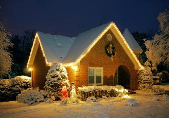https://cf.ltkcdn.net/christmas/images/slide/253927-850x595-8_christmas-cottage.jpg