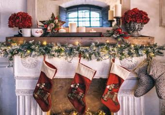 https://cf.ltkcdn.net/christmas/images/slide/254039-850x595-4_Fireplace_garland.jpg