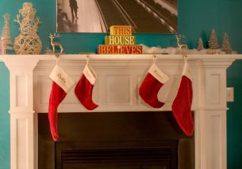 https://cf.ltkcdn.net/christmas/images/slide/254040-850x595-5_Message_fireplace.jpg