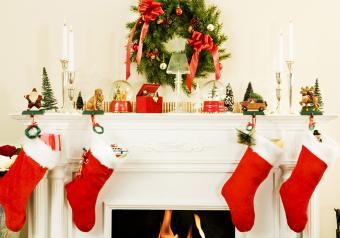https://cf.ltkcdn.net/christmas/images/slide/254044-850x595-9_Whimsical_Firplace.jpg