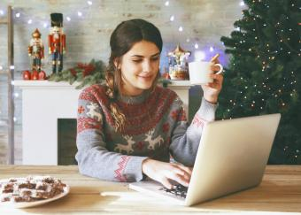 5 Trustworthy Places to Find Free Animated Christmas Wallpaper