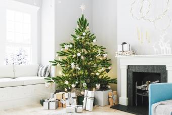 12 Simple Ways to Make Your Christmas Tree Last Longer