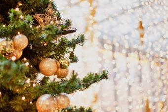 A Quick History of Christmas Lights: Bright Beginnings