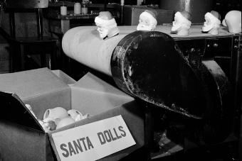 heads of Santa Claus dolls