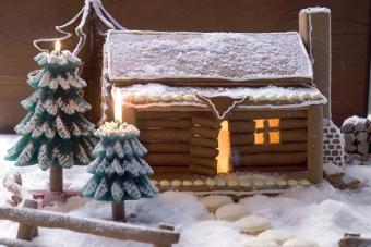 https://cf.ltkcdn.net/christmas/images/slide/274938-850x567-gingerbread-log-cabin.jpg