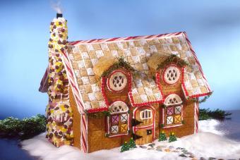 https://cf.ltkcdn.net/christmas/images/slide/274939-850x566-cookie-and-candy-house.jpg