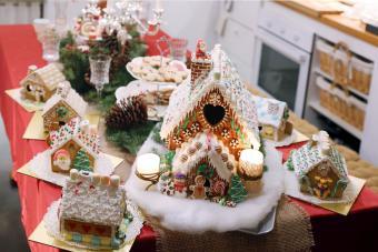 https://cf.ltkcdn.net/christmas/images/slide/274941-850x567-gingerbread-houses.jpg