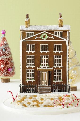 https://cf.ltkcdn.net/christmas/images/slide/274942-566x850-gingerbread-building.jpg
