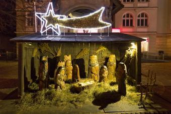 https://cf.ltkcdn.net/christmas/images/slide/275049-850x567-bethlehem-star.jpg