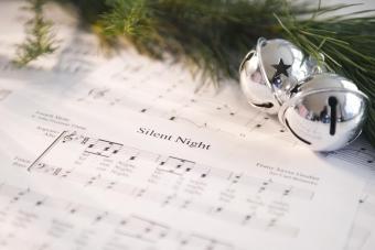https://cf.ltkcdn.net/christmas/images/slide/275050-850x567-silent-night.jpg