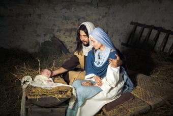 https://cf.ltkcdn.net/christmas/images/slide/275052-850x567-live-nativity.jpg