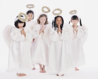https://cf.ltkcdn.net/christmas/images/slide/275054-850x688-angels.jpg